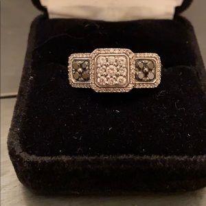 White and black diamond ring. 14  it white gold